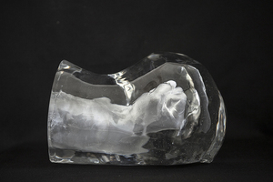 黄成,lang Tong(right),glass,33x24x22cm,2013